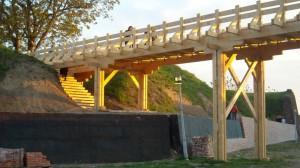 Podul de lemn dintre cele două nivele de apărare